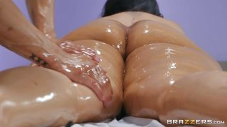 Bbw Milf Gets Dick In Her Mouth, Instead Of A Professional Massage