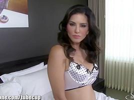 SunnyLeone Sunny Leone In A Luxuruous Hotel Masturbating