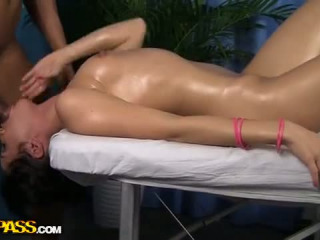Hot Ass And Boobs Massage Is The Reason Why This Handsome Massage Therapist Always Has Lots Of Clients But The Peak Of His S