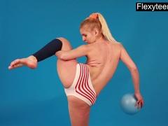 Mischele The Sexy Flexible German